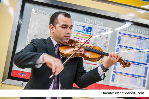 De Petrolero A Violinista En El Metro: Así Viven Los Refugiados Del Chavismo En Madrid
